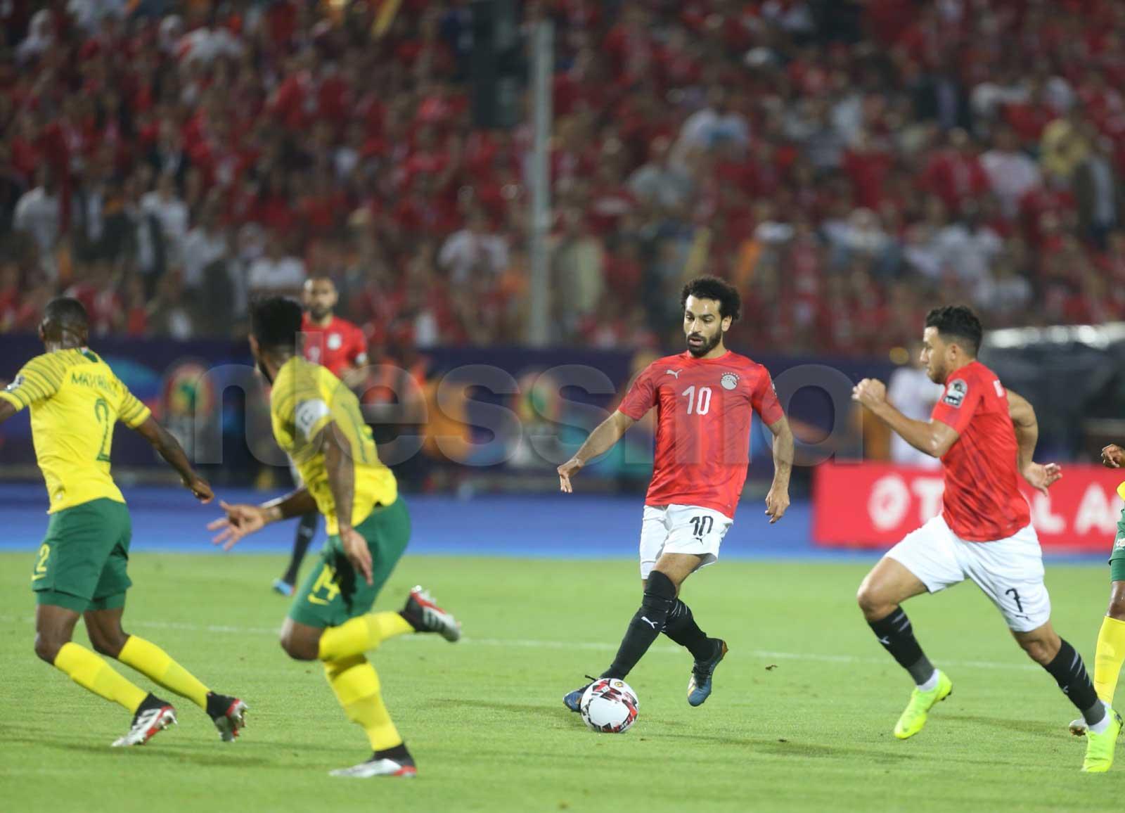 صور الشوط الأول من مباراة المنتخب المصري وجنوب إفريقيا
