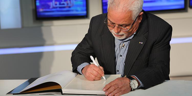 زوم العشية : الهاشمي مرزوق نحات خلد ذكرى الزعيم الحبيب بورقيبة في اهم المناطق التونسية