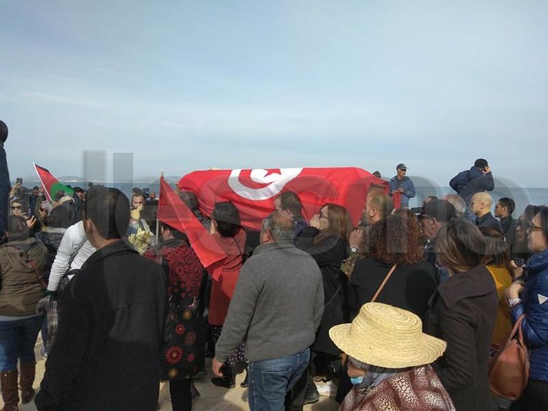 صور من جنازة فقيدة الساحة الوطنية لينا بن مهني