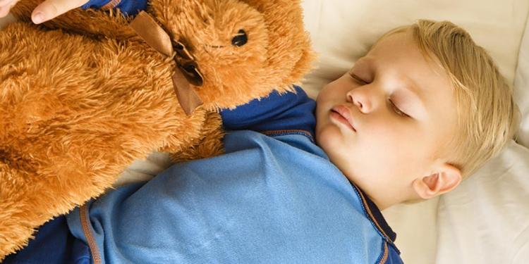 Aidez votre enfant à dépasser ses problèmes de sommeil la nuit