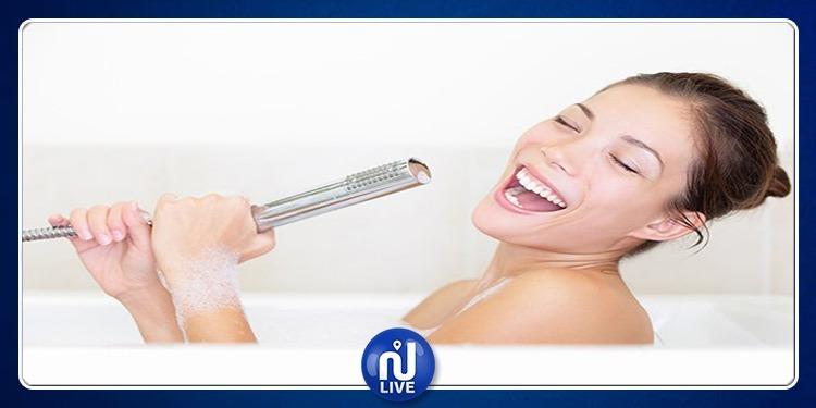 فوائد صحية للغناء أثناء الاستحمام!
