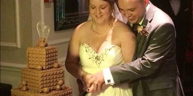 عروسان يقاضيان مصور حفل زفافهما بسبب لقطات ''غير لائقة'' (صورة)