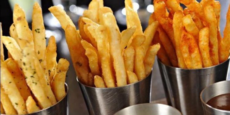 تناول البطاطا المقرمشة يسبب السمنة