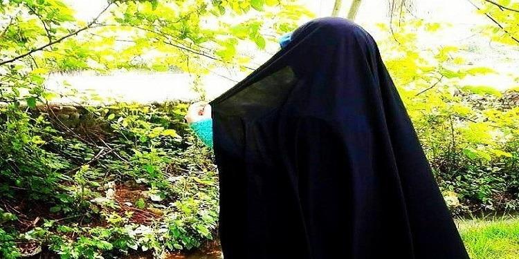 بعد تركها الغناء.. مطربة مشهورة تظهر بالحجاب! (صور)