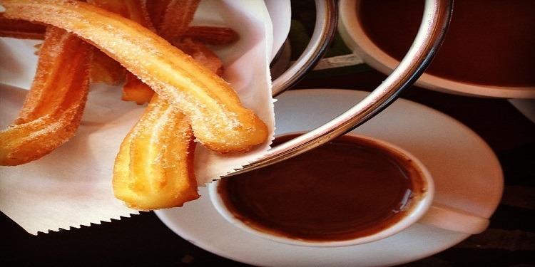 Churros croustillants et sauce au chocolat !