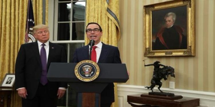 هدية مُقرفة تصل وزير الخزانة الأمريكي ودونالد ترامب