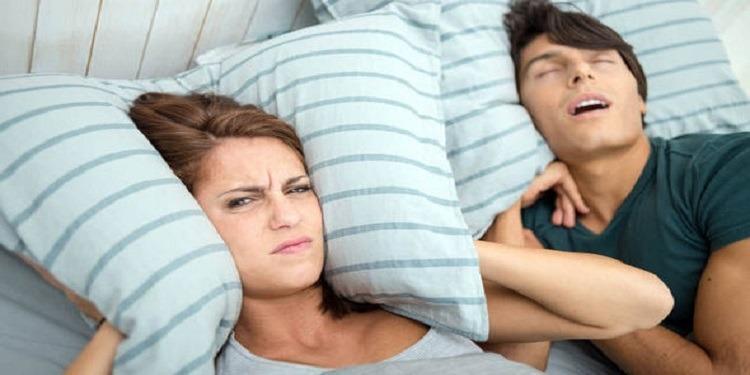الشخير أثناء النوم يتسبب في هذا المرض
