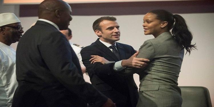 Macron et Rihana à Dakar : Une rencontre et des embrassades (Vidéo)