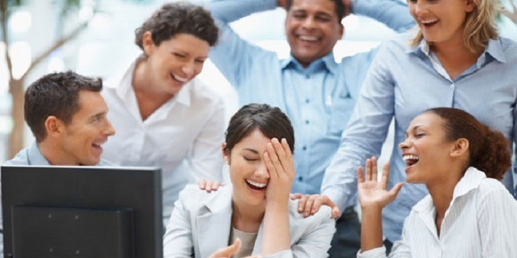 7 أخطاء تهدد علاقتك مع مديرك وزملاء العمل