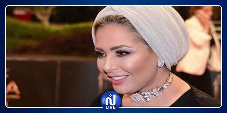صابرين ترد على منتقدي حجابها وارتدائها الباروكة (فيديو)