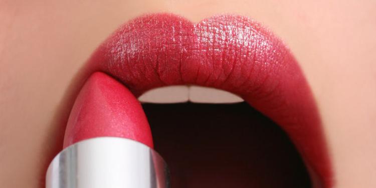 Brune, quel rouge à lèvres choisir ?