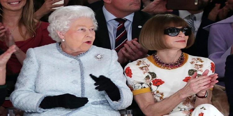 Une première : La reine Elizabeth à la fashion week de Londres (Photos)