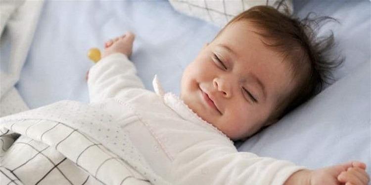 طفلك لا ينام مبكراً ؟ هذه الحيل ستساعده!