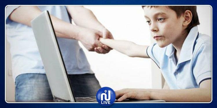 طريقة مبتكرة للقضاء على إدمان الأطفال للأنترنيت (صورة)