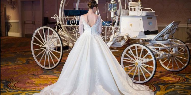 فستان زفاف غريب من أكياس الإسمنت (صور+فيديو)