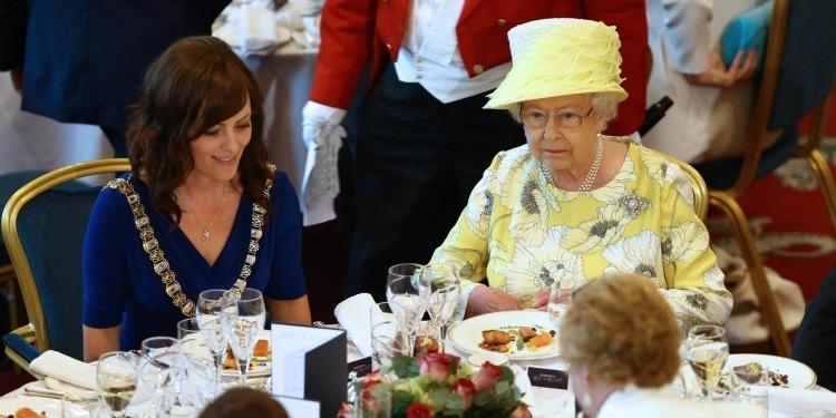 الملكة إليزابيث الثانية تبحث عن طاه جديد وهذه امتيازاته