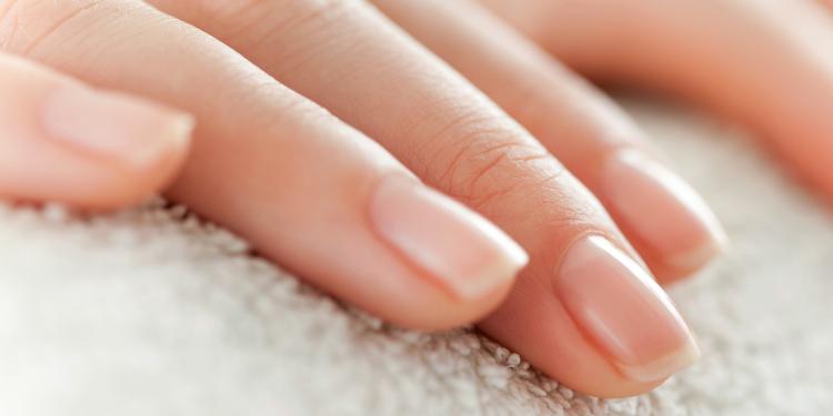 Une astuce facile pour blanchir les ongles!