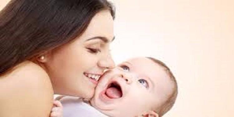 دراسة: هذا ما يحدث لجسم المرأة عند ولادة طفلها الأول بعد سن الـ30