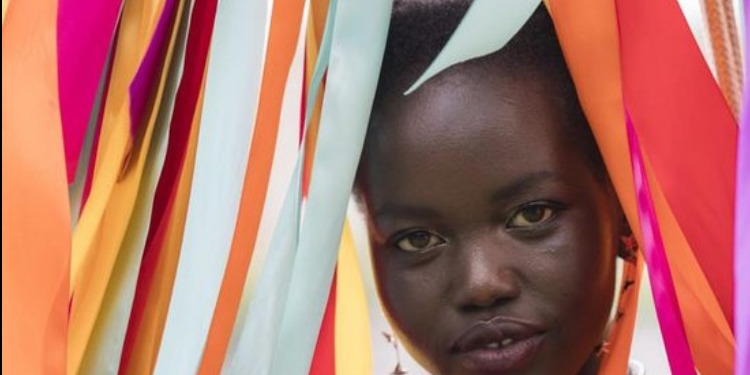 أدوت أكيش: ''حتّى ولو أصبحت أثرى عارضة أزياء في العالم سأظل لاجئة'' (صور)