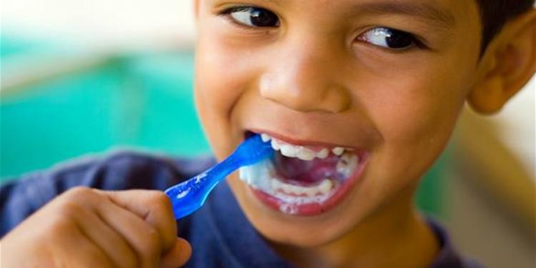 كيف تحمين أسنان طفلك