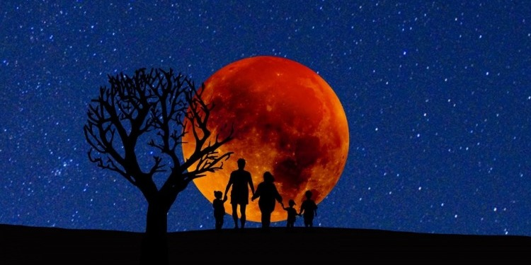 الأرض على موعد مع ''قمر الدّم الأزرق العملاق''
