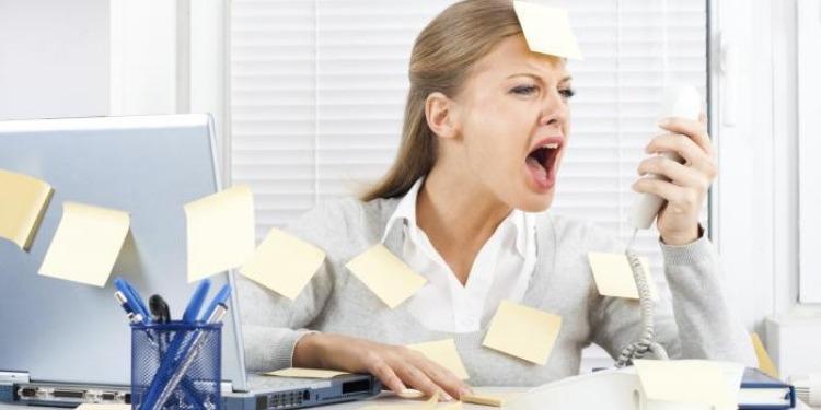 دراسة: المزاج السيئ يضاعف مردودية العمل