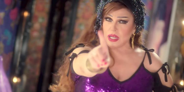 فيفي عبده لمنتقديها: ''أنا عايزة أدخل جهنم  وأتشوي، إنت مالك؟''(فيديو)