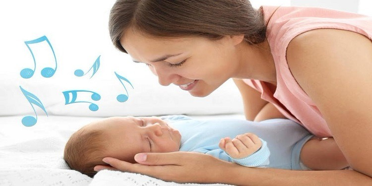 دراسة: الغناء مع الأطفال يحمي من إكتئاب ما بعد الولادة