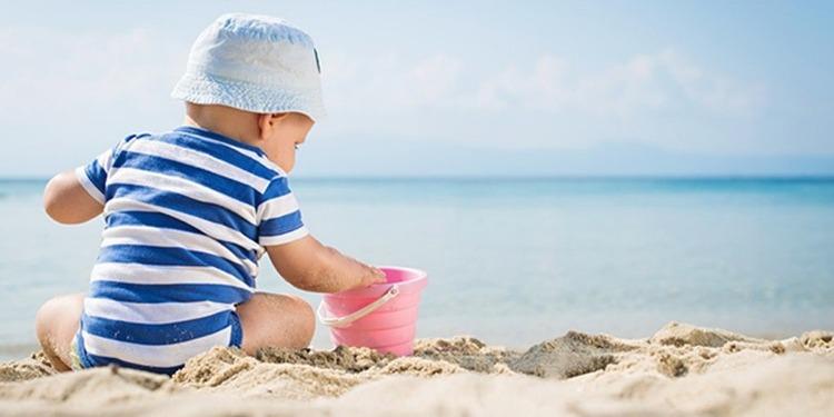 نصائح لحماية الطفل من ضربات الشمس