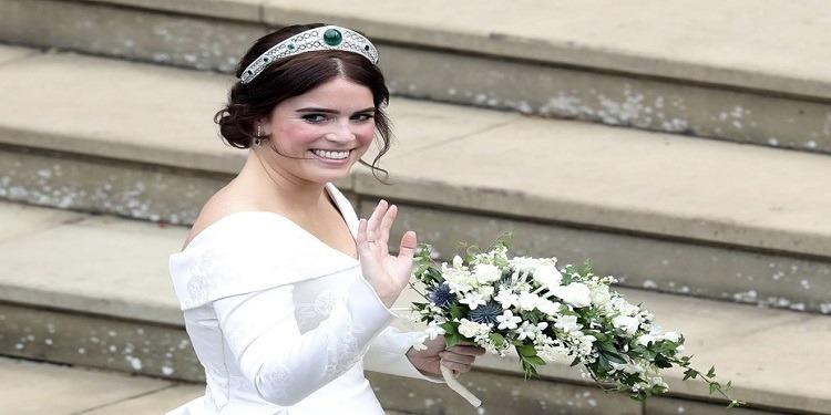 Mariage-princesse Eugénie: Un décolleté pour la bonne cause… (photo)