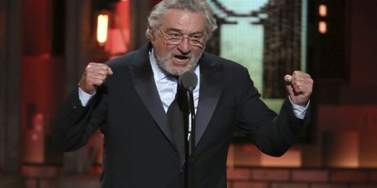 ''Standing ovation'' pour Robert De Niro apostrophant Trump