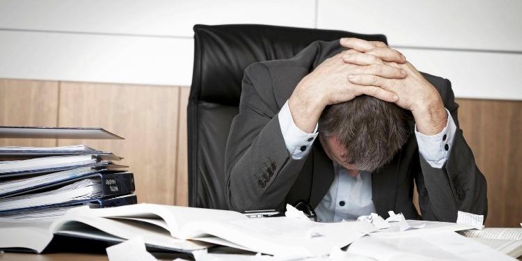 خطوات هامة للتعامل مع المشاعر السلبية في العمل