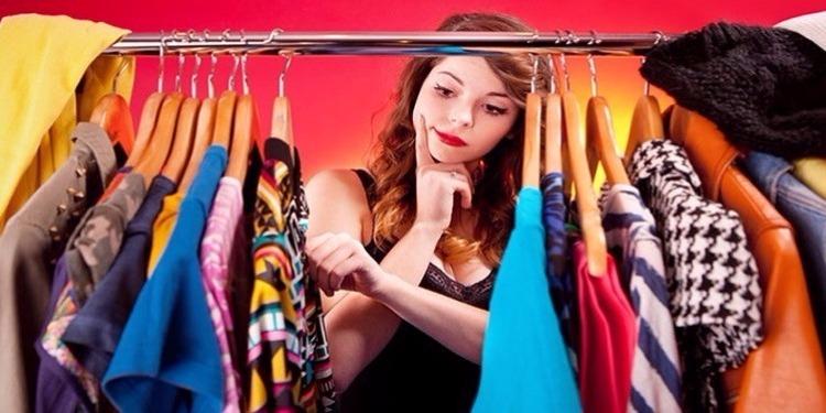 النساء يمضين 4 أشهر في إختيار الملابس!
