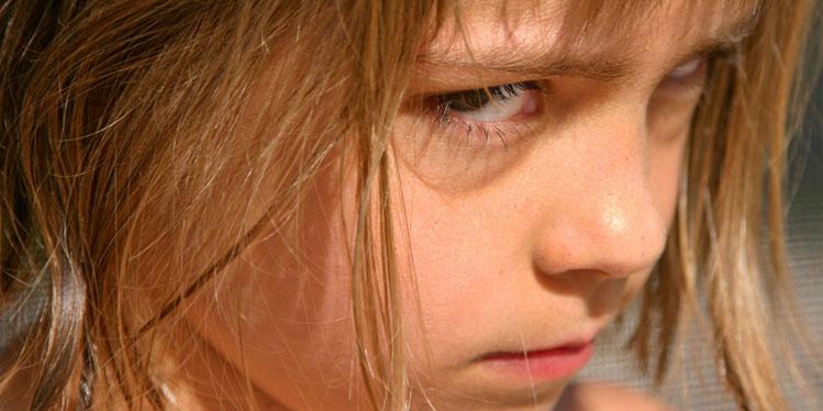 كيف تتعامل مع طفلك العنيد؟