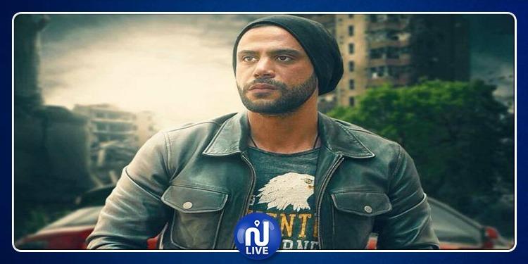 محمد إمام يحذر جمهوره من الاقتراب منه (فيديو)