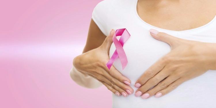 من بين أسباب الإصابة بسرطان الثدي... توقيت الوجبات