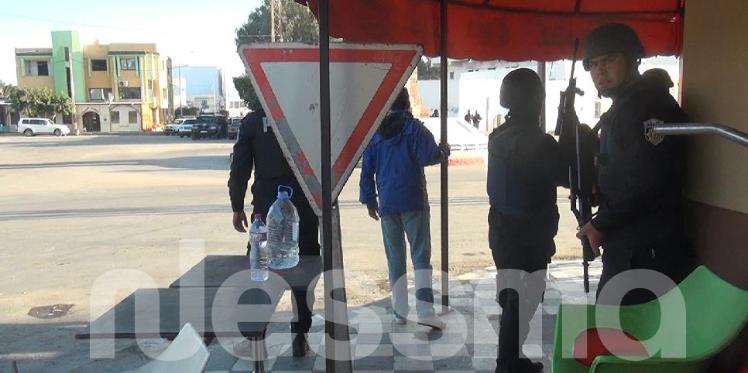 بن قردان:  متسلحين بالحجارة، مواطنون يحاصرون إرهابي مساندة لقوات الأمن