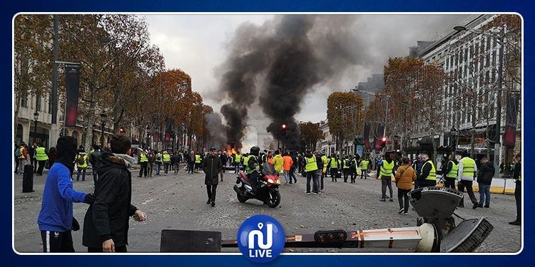 Paris-manifestations: Les Champs-Elysées totalement dévastés