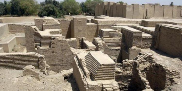 العراق : العثور على 75 قطعة أثرية في بابل جرفتها السيول (صور)