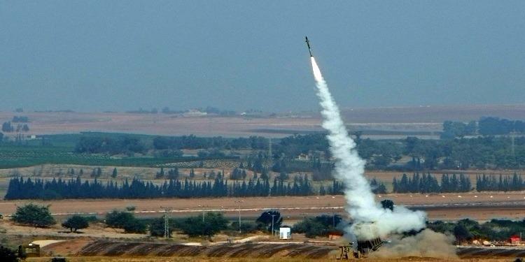 صاروخ أطلق من غزة يصيب منزلا بمستوطنة بشكل مباشر