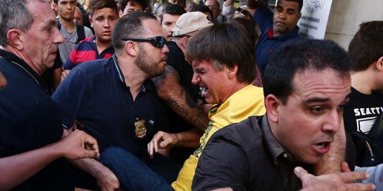 Brésil : le candidat d'extrême droite poignardé
