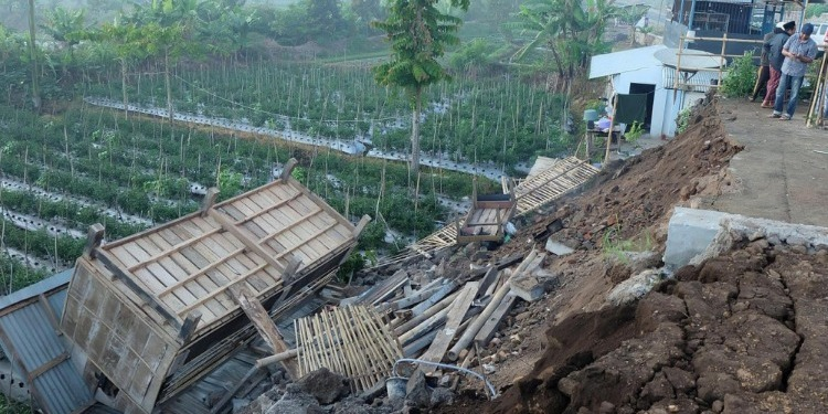 Séisme-Indonésie: Au moins 37 morts, et des dizaines de blessés