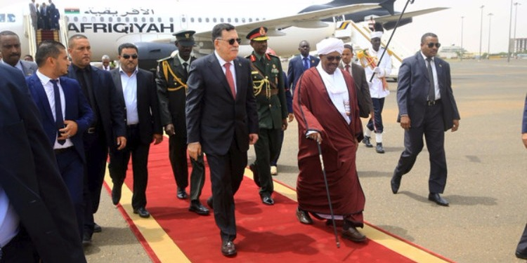 السراج للمرة الأولى في السودان لبحث ملفات أمنية