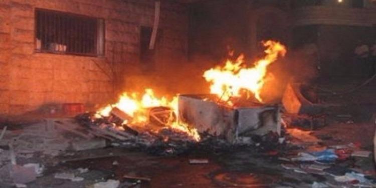 بعد سرقة الحواسيب.. مجهولون يضرمون النار في محل للمواد الاعلامية والالكترونية في توزر