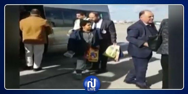(فيديو) ليبيا تسلم أبناء الإرهابيين الذين قُتلوا على أراضيها لذويهم