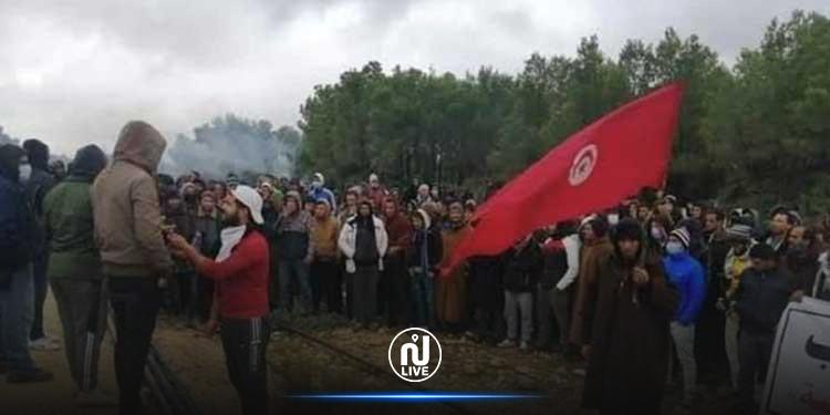 """Kasserine : La vanne du champ pétrolier """"Douleb"""" fermée par des sit-inneurs"""
