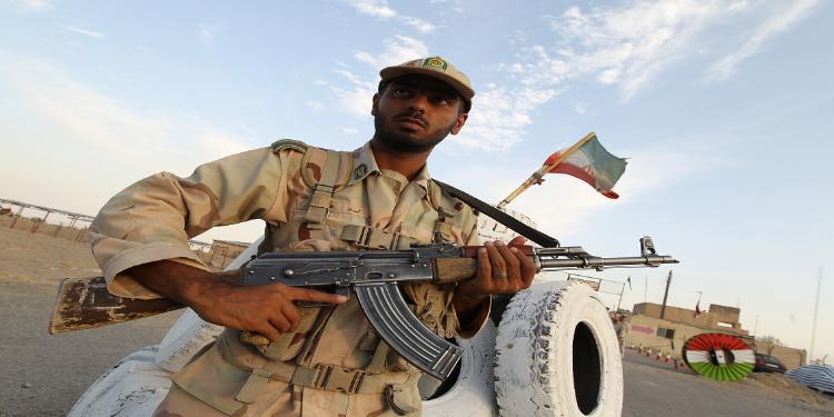 إيران: قتلى وجرحى في اشتباكات بين الأمن ومسلحين