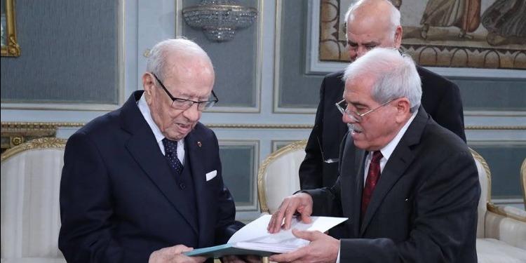 رئيس الجمهورية يتسلم النسخة النهائية لقائمة شهداء وجرحى الثورة