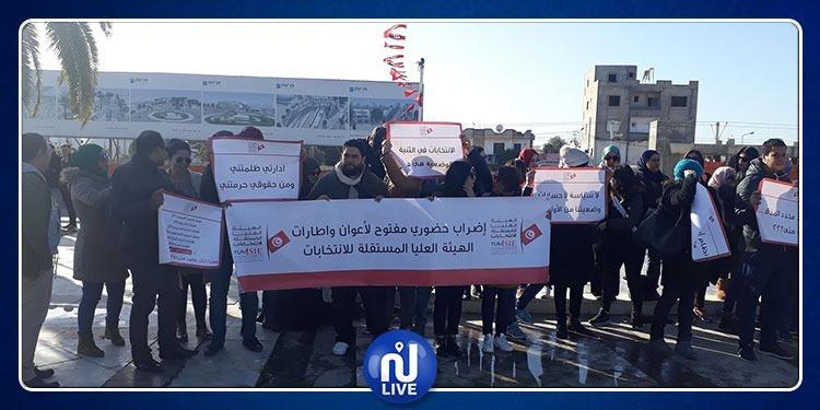 أعوان وإطارات هيئة الانتخابات يحتجون أمام البرلمان