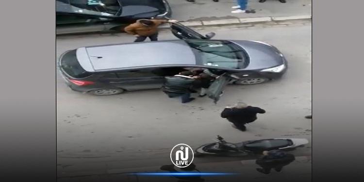 في فيديو أثار الجدل : الداخلية تكشف عن ملابسات إيقاف مفتّش عنهما